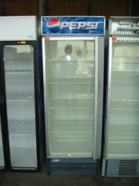 Вертикална витрина, подходяща за напитки