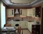 Мебели и обзавеждане за кухни от масивно дърво