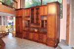 дървени шкафове и витрини по поръчка