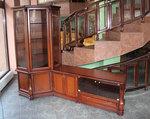 български дървени шкафове и витрини